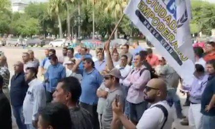 HACEN PROTESTA PIDIENDO LA DESTITUCIÓN DE NOÉ CHÁVEZ.