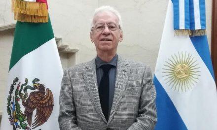Renuncia embajador acusado de robar libro en Argentina