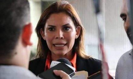 KARINA BARRÓN EXIGE TRATO IGUALITARIO EN FÚTBOL, CUANDO EN SU PARTIDO LA NINGUNEAN CONTRA COLOSIO EN MONTERREY, NO ASPIRA A COORDINAR BANCADA VS EL MISMO COLOSIO Y OBEDECE LÍNEA PRIANISTA EN PARIDAD