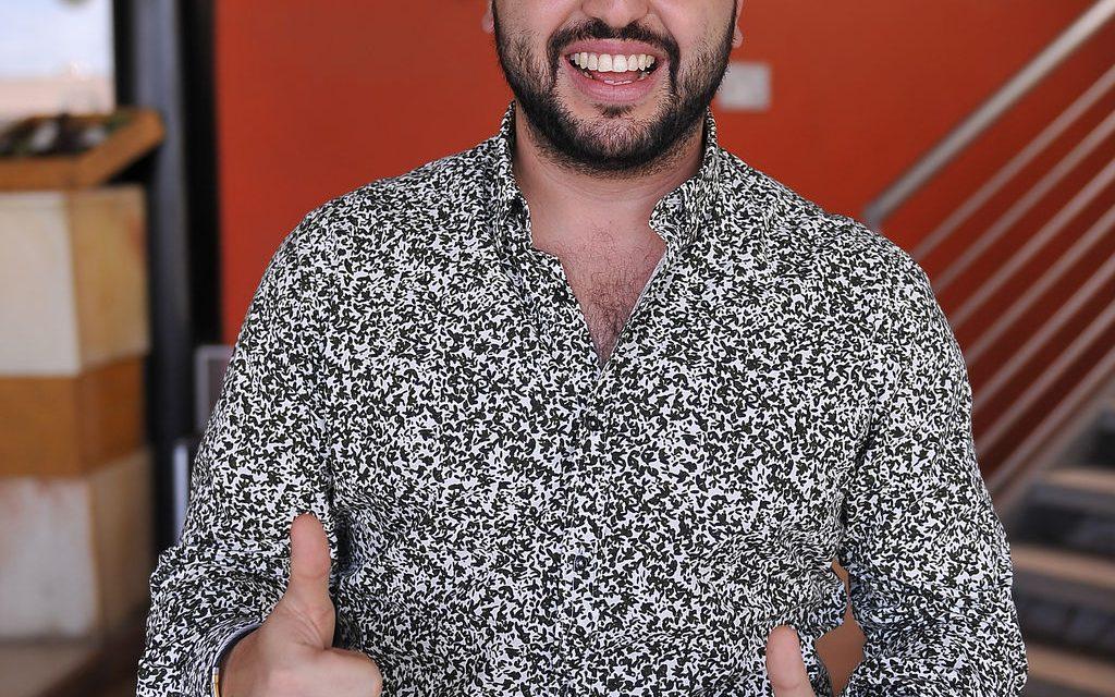 MIKE SALAZAR AISLADO, DA POSITIVO DE COVID19