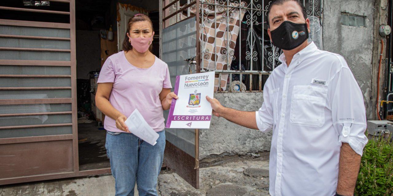 ADAPTANDOSE A LA NUEVA NORMALIDAD. FOMERREY HACE ENTREGA DOMICILIO DE ESCRITURAS PATRIMONIALES A FAMILIAS