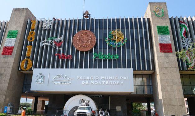 EL MES PATRIO YA SE SIENTE EN Gobierno de Monterrey, PALACIO MUNICIPAL LUCE A TODO SU ESPLENDOR CON ADORNOS TRICOLORES