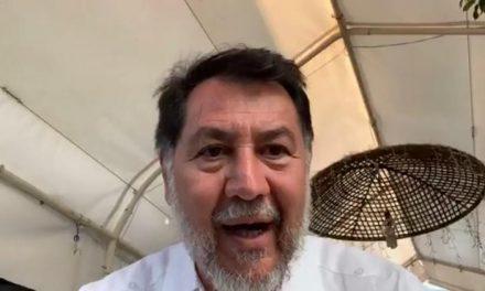 RECIBEN A FERNÁNDEZ NOROÑA A HUEVAZOS Y TOMATAZOS EN HUICHAPAN
