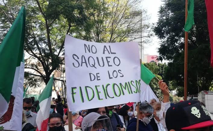 RECLAMAN INTEGRANTES DE FRENAAA EXTINCIÓN DE FIDEICOMISOS AFUERA DEL SENADO; FUNCIONARIOS PIDEN NO IMPEDIR PASO
